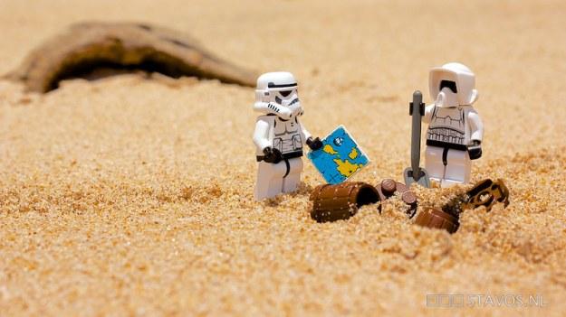 stormtroopers digging up treasure
